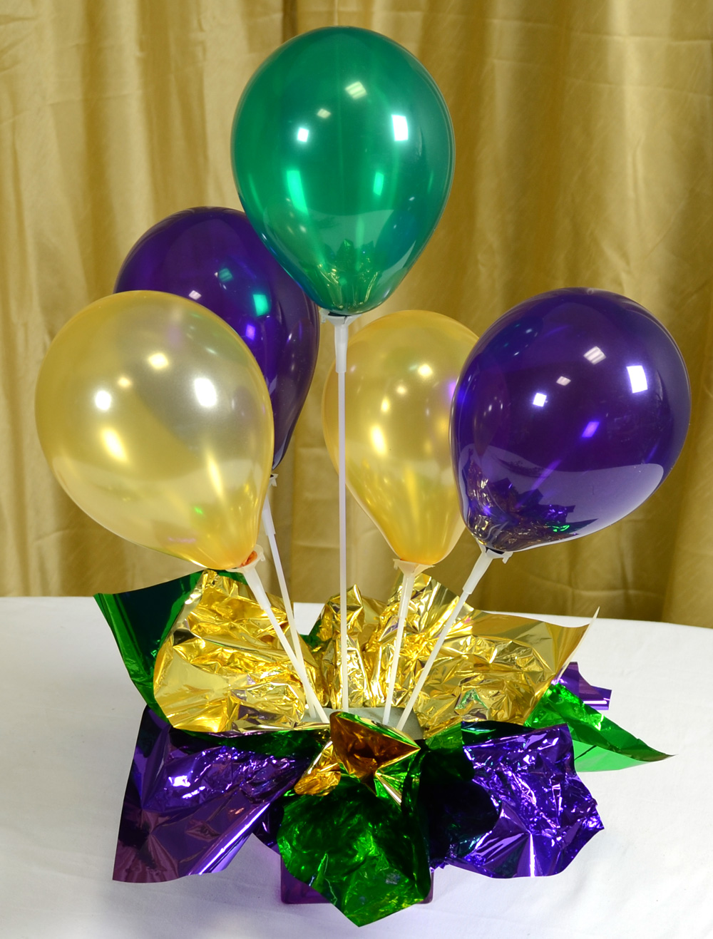 How to make balloon table decorations photograph back for Balloon decoration ideas no helium