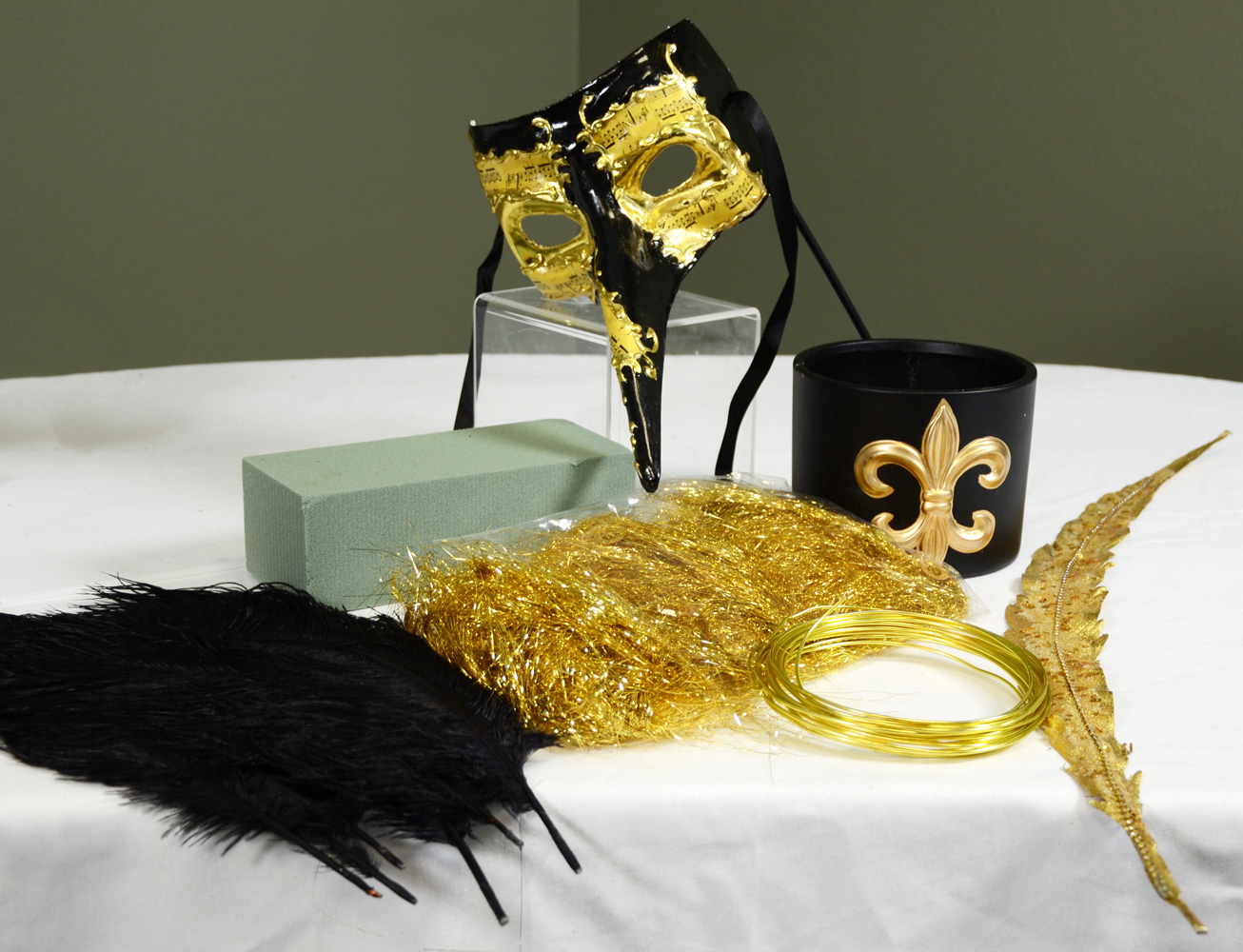Black and Gold Mask Centerpiece Supplies