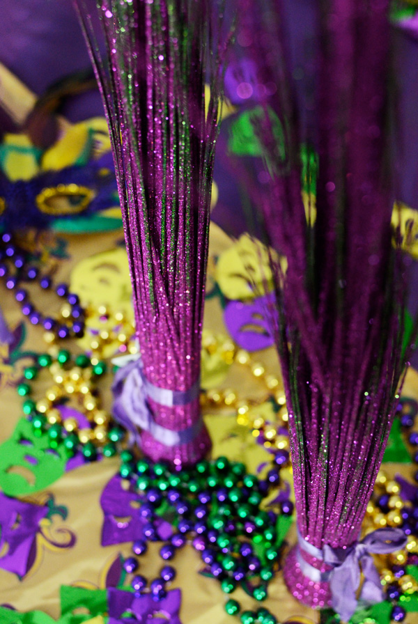 mardi gras table decorations tablescape ideas confetti party