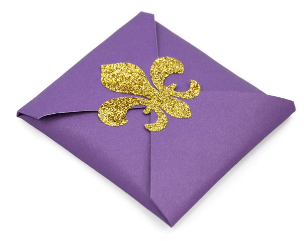 Praline wrap with fleur de lis sticker